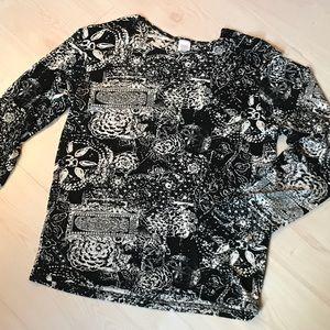 Tops - 🌟6/$25🌟 💼 Black & white printed top medium
